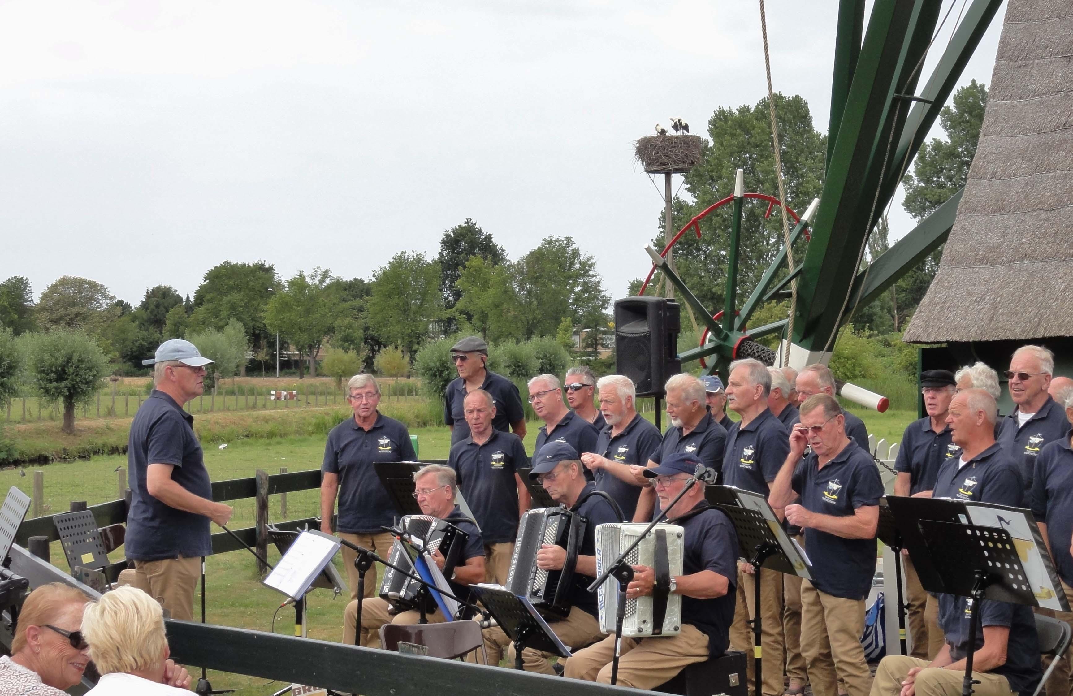 12 Voorburgse Molendag Shanti koor